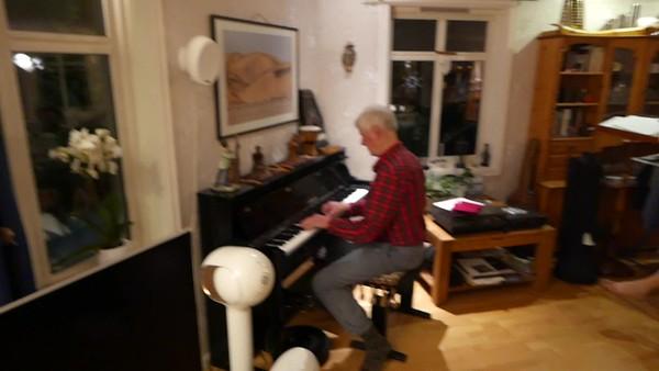 Die Bayernhymne gespielt von Jack in einer Version für Beerdigungen (in Moll)