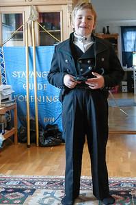 Richard hat sich eine norwegische Tracht (Bunad) gewünscht. Die kann er Ende Mai auch für die Kommunion gebrauchen.
