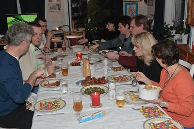 Nach den ersten Speiel wurde erst einmal gegessen. Natürlich gab es Kohl und Pinkel, Bregenwurst und Kassler.