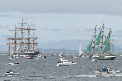 Leider konnten am Sonntag beim Rausfahren die Segel wegen des ungünstigen Windes nicht richtig gesetzt werden. Es war aber trotzdem ein toller Anblick!