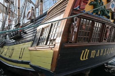 Dieses russische Schiff sah aus wie ein altes Piratenschiff. Es war aber noch gar nicht so alt.
