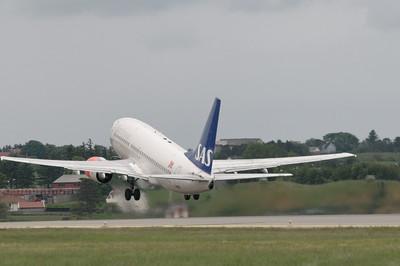 Der Flughafen war natürlich nicht geschlossen. Einee Maschine von SAS war auch bei der Flugshow dabei.