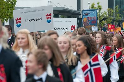 Jede Gruppe hatte Schilder mit den Werten der norwegischen Gesellschaft.