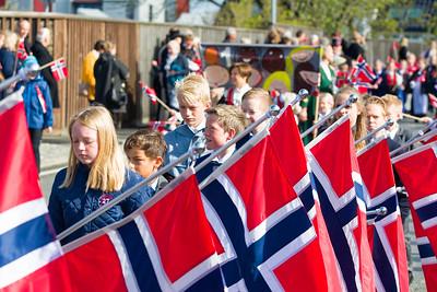 Flaggen überall.