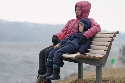 Sparziergang am Strand in Mariero. Es war noch ganz schön kalt und die Kinder hatten keine grosse Lust...
