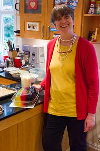 Helga präsentiert stolz ihren Wackelpudding in Nationalfarben.