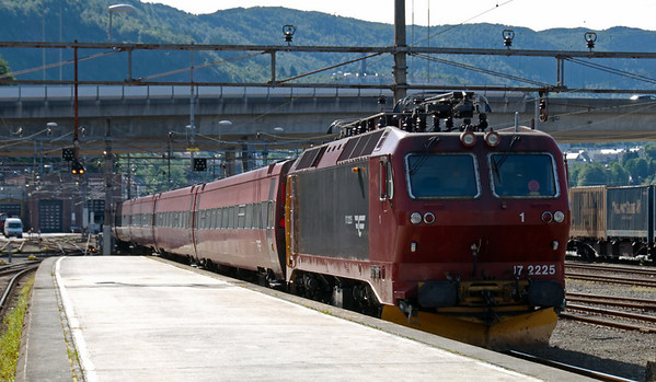 17 2225, Bergen, 4 June 2008 1 - 1031   NSB Regionaltog (Intercity Train) 602, the 1028 Bergen - Oslo (due 1732), sets off behind another El 17 loco with 17 2225 dead on the rear.  During its 500km journey, the train will cross Norway's highest railway summit (1,237m) at Finse.