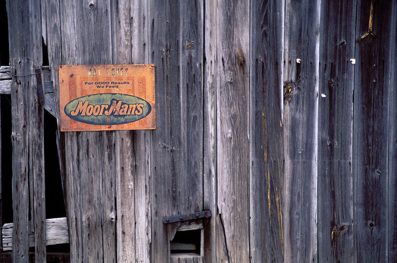 Moormans sign on old barn.