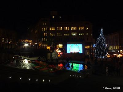 Victoria Square Frankfurt Christmas Market 05-12-2012 18-34-37
