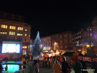 Victoria Square Frankfurt Christmas Market 05-12-2012 18-35-06