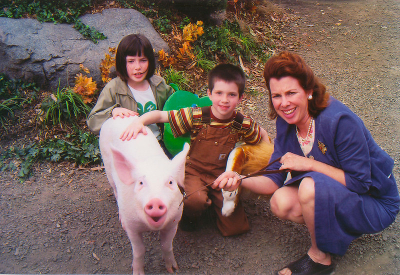 """091905 SIOBHAN 1 -- CNY 2005<br /> Photo were taken on the county fair set. (2005)<br /> The one with the pig is co-star with Siobhan Fallon Hogan in film version of """"Charlotte's Web."""" It was taken on location in Australia where it was shot. Children are Hogan's daughter and son, Bernadette Hogan, 10, and Peter Hogan, 7."""