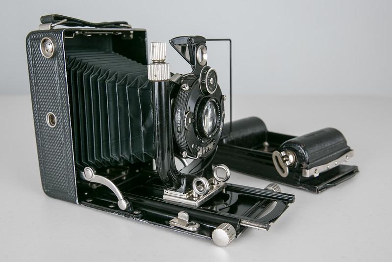 1933 Voigtländer Bergheil Deluxe, Heliar 10.5cm/f4.5 with Rollex 120 film back