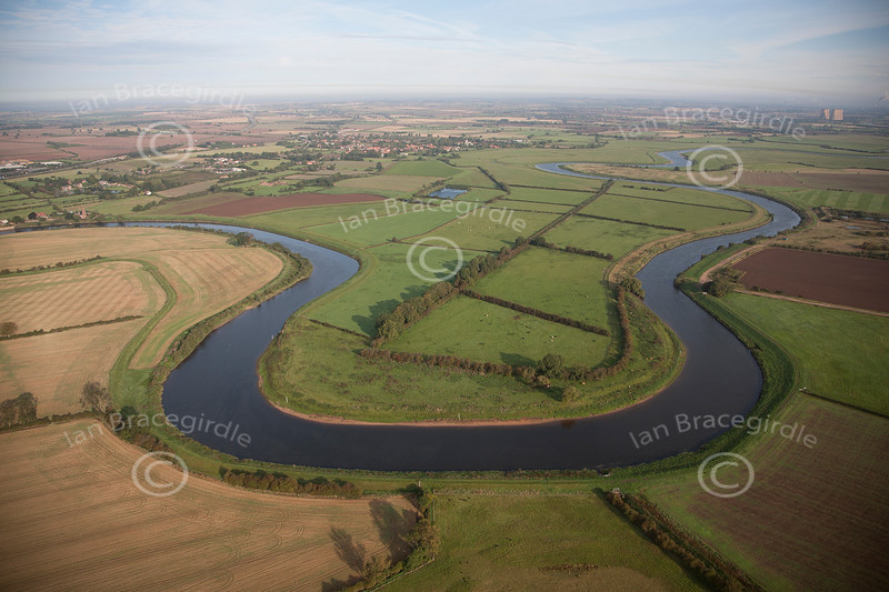 Aerial photo of the River Trent at Carlton On Trent