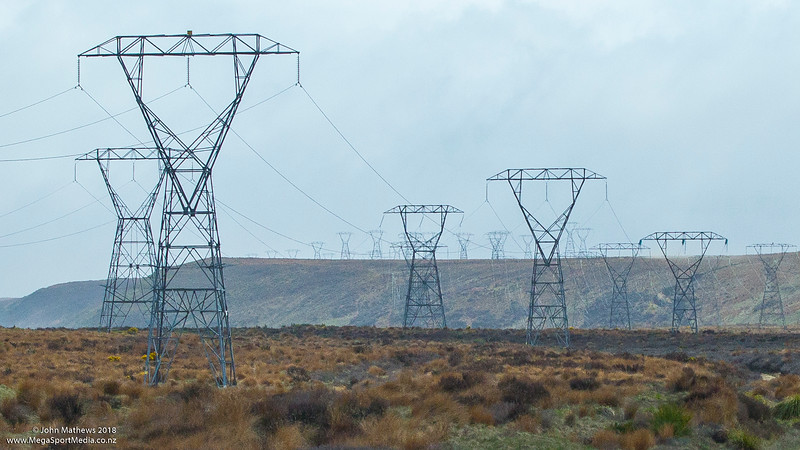 20181108 Transmission lines, Desert Road, NZ  _JM_7107