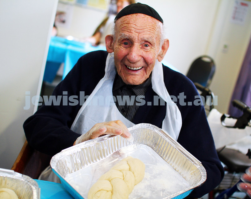 23-10-14. Shabbat Project 2014. Challah bake at Emmy Monash Aged care. Photot: Peter Haskin