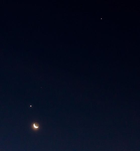 Moon, Venus, Mars and Jupiter  Nov 7, 2015 AM