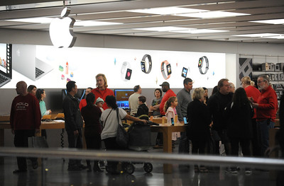 11/19/2016 Mike Orazzi | Staff Shoppers inside the Apple Store at the West Farms Mall on Saturday.