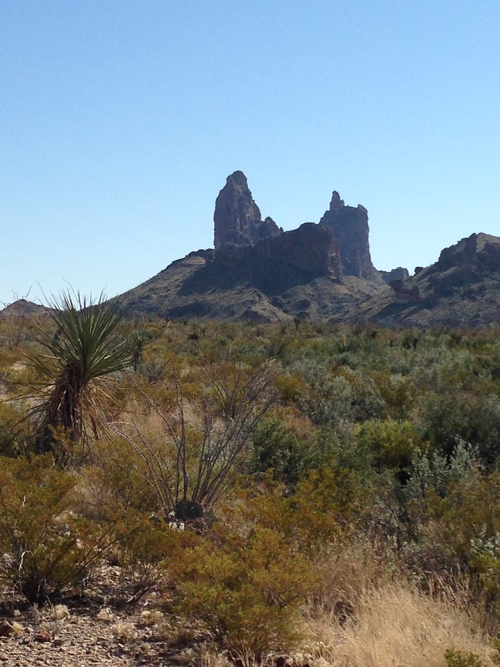 The day after we arrived, we hiked the Mule Ears Peaks trail. It was sunny and hot.