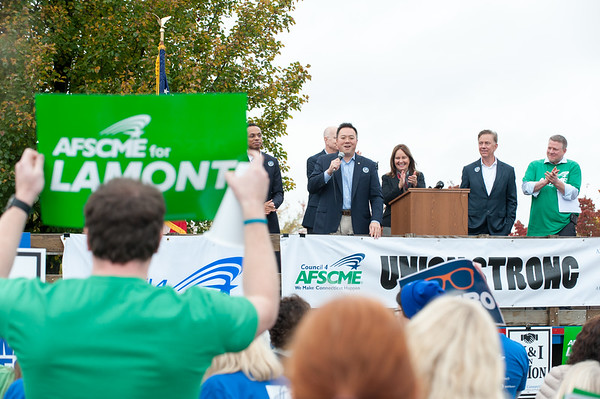 11/02/18 Wesley Bunnell   Staff The American Federation of Teachers held a get out the vote rally on Friday afternoon outside of a union headquarters in New Britain featuring hundreds of educators and workers from across CT. State Rep., and candidate for Connecticut Attorney General, William Tong (D) addresses the crowd.