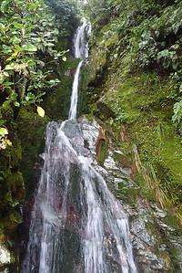 Szlak sklada sie z takich wodospadów