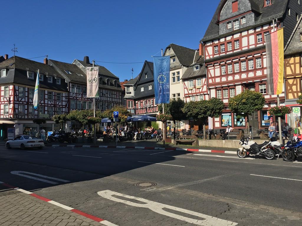 Adenau and centre.