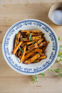 0002_NutritionTwins-sweetpotato-tarragon-garlic-fries