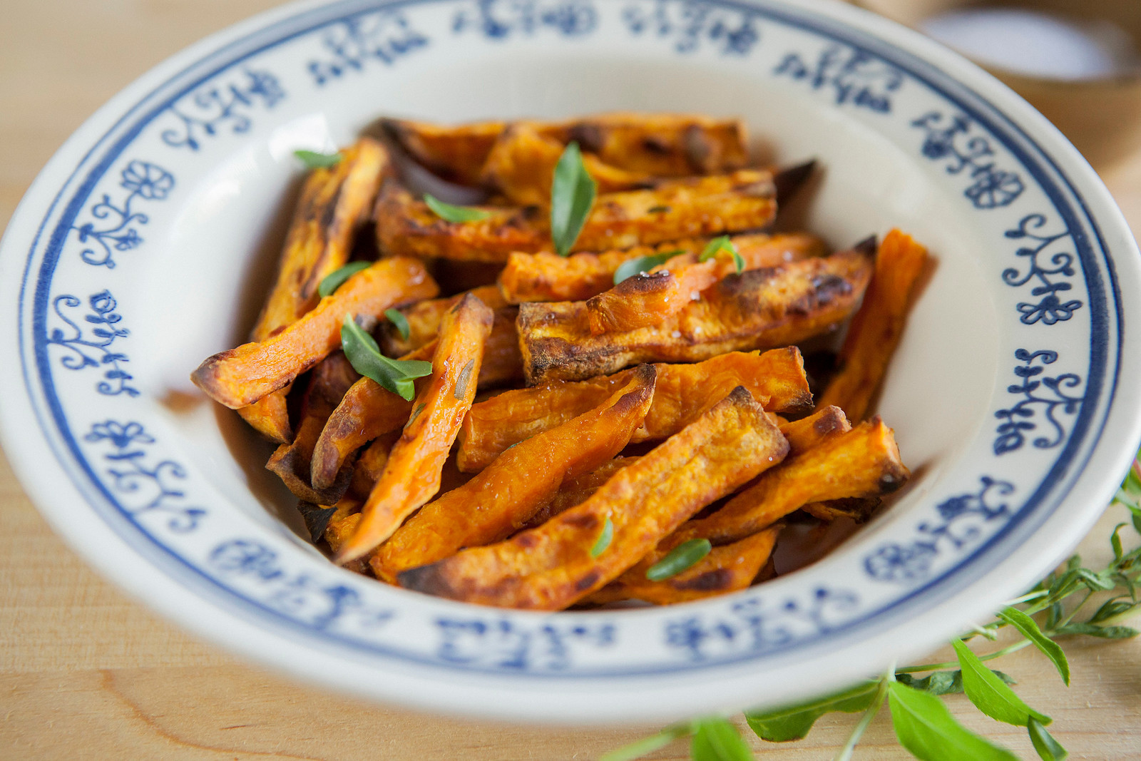 0003_NutritionTwins-sweetpotato-tarragon-garlic-fries