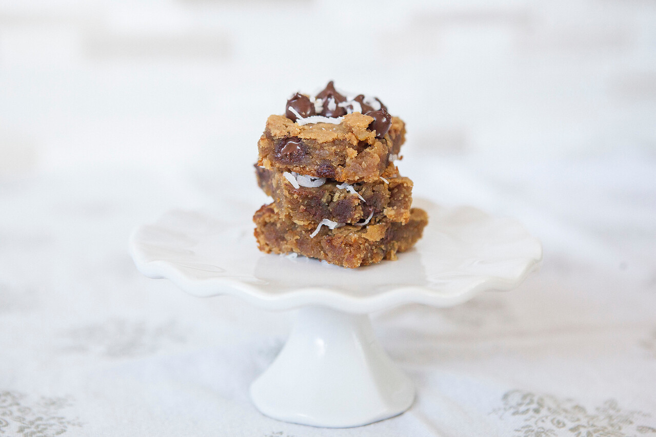 0005_NutritionTwins-chickpea-blondies-peanutbutter-honey-darkchocolate-coconut-cinnamon