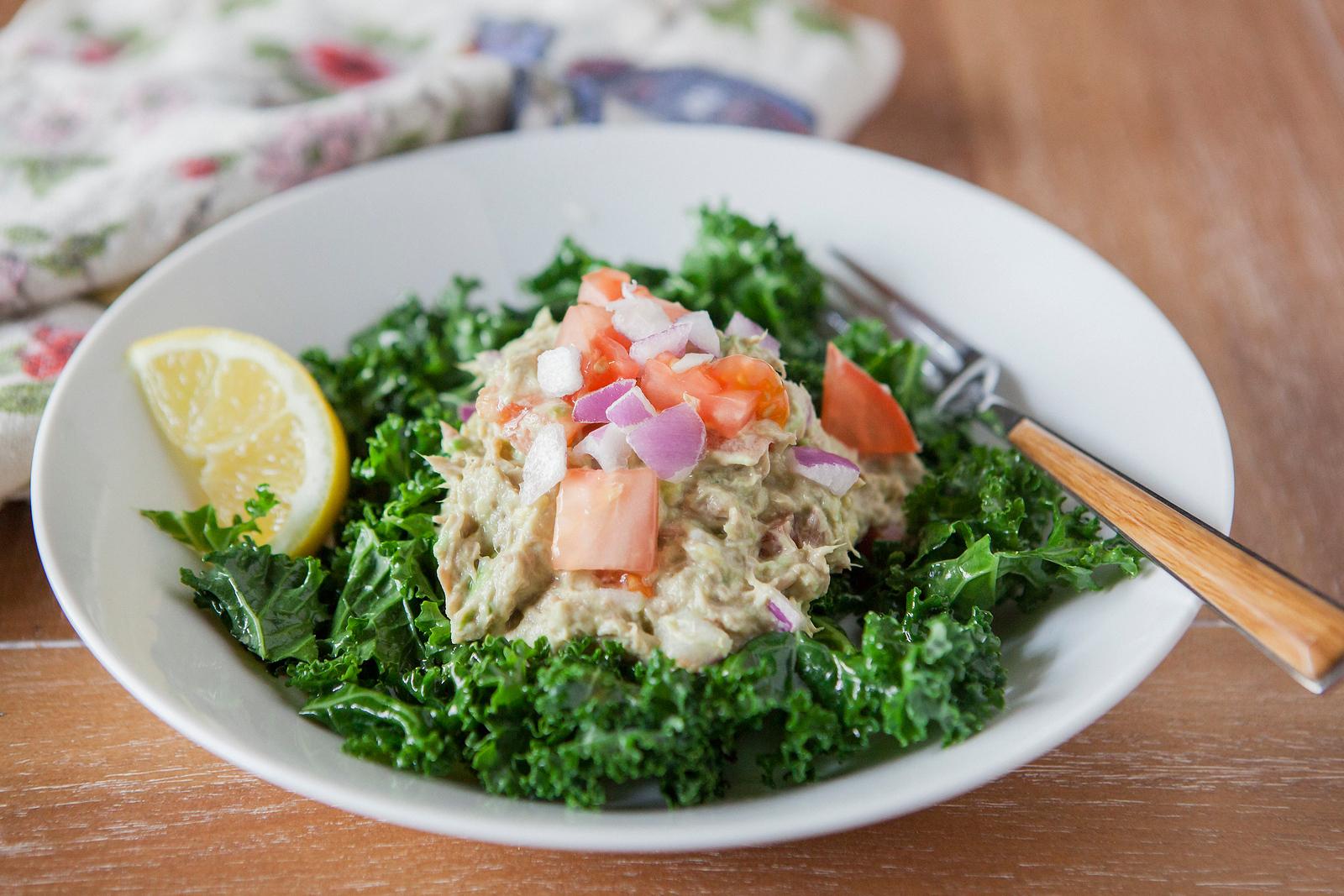 0008_NutritionTwins-avocado-tuna-salad-kale