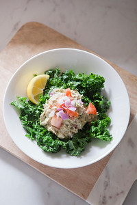 0001_NutritionTwins-avocado-tuna-salad-kale