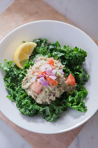 0002_NutritionTwins-avocado-tuna-salad-kale