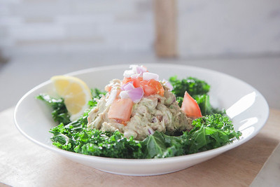 0003_NutritionTwins-avocado-tuna-salad-kale