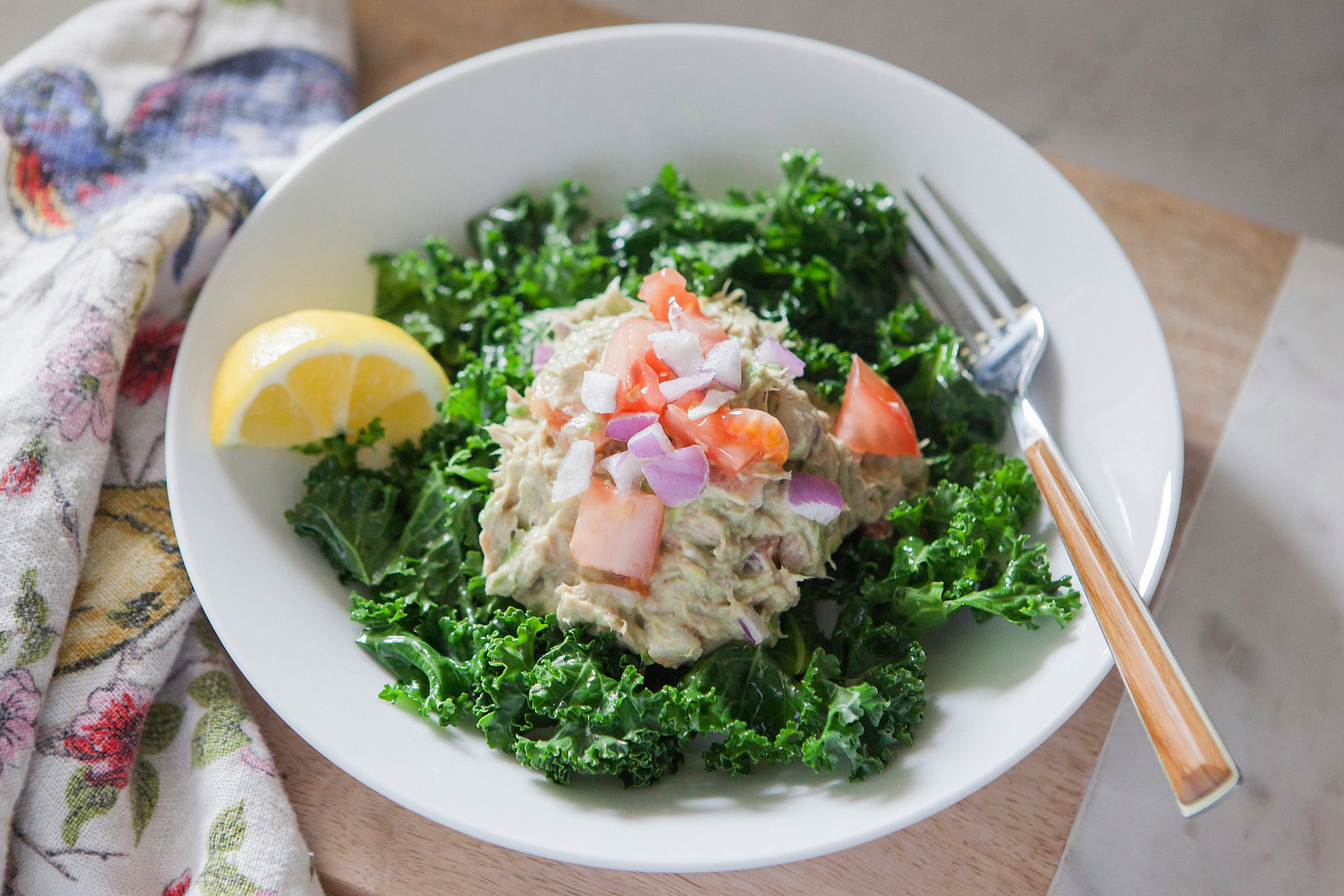 0007_NutritionTwins-avocado-tuna-salad-kale