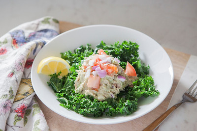 0006_NutritionTwins-avocado-tuna-salad-kale