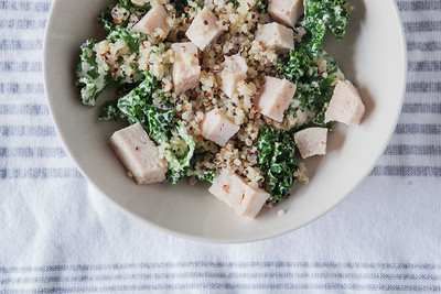 0005_NutritionTwins-garlic-dijon-kale-salad-chicken-quinoa
