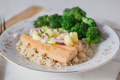 0006_NutritionTwins-salmon-pineapple-salsa