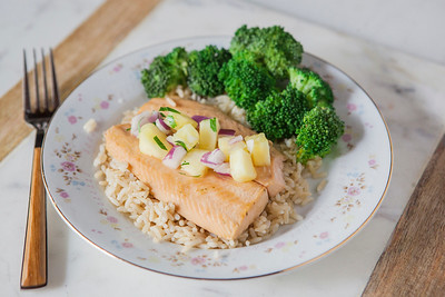 0005_NutritionTwins-salmon-pineapple-salsa
