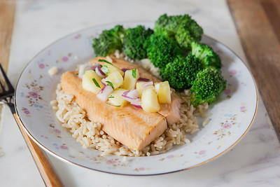0001_NutritionTwins-salmon-pineapple-salsa