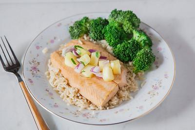 0003_NutritionTwins-salmon-pineapple-salsa