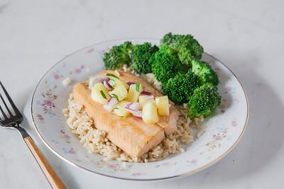 0002_NutritionTwins-salmon-pineapple-salsa