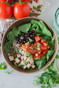 0002_NutritionTwins-chicken-quinoa-taco-salad