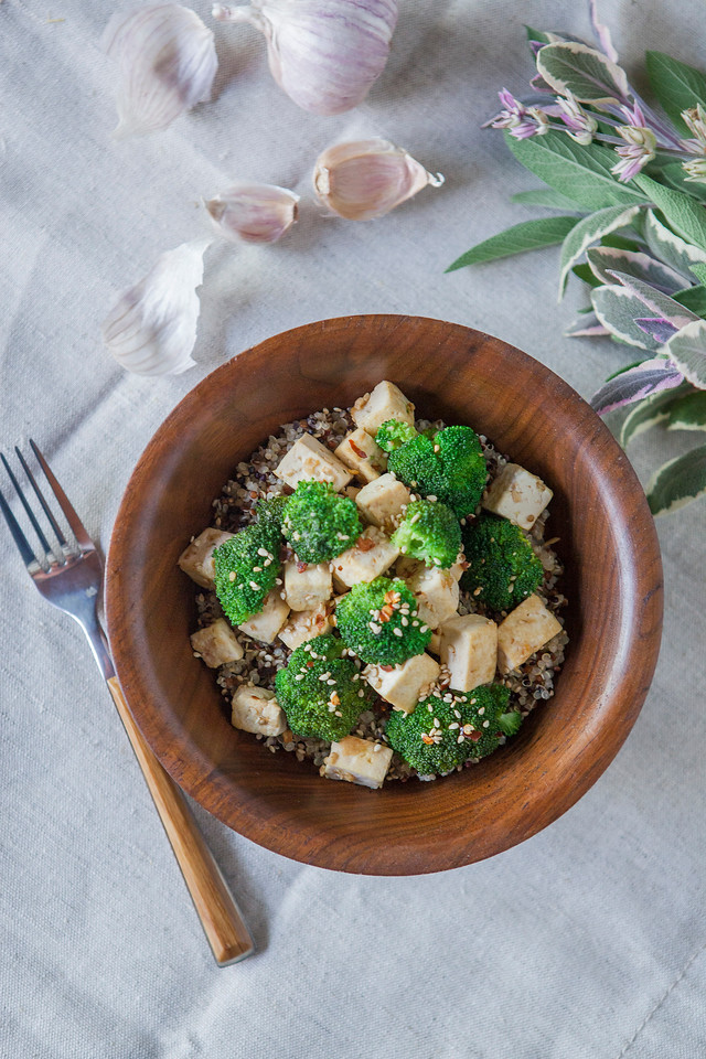 0003_NutritionTwins-sesame-tofu-broccoli-stirfry