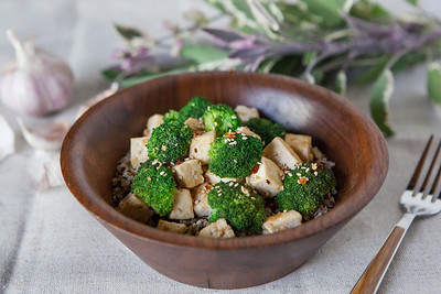 0001_NutritionTwins-sesame-tofu-broccoli-stirfry