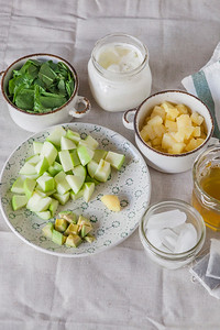 0006_NutritionTwins-metabolism-boosting-morning-green-smoothie