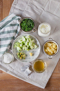 0002_NutritionTwins-metabolism-boosting-morning-green-smoothie