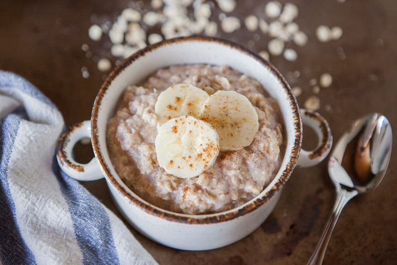 0001_NutritionTwins-cinnamon-banana-high-protein-oatmeal-cottagecheese-eggwhite