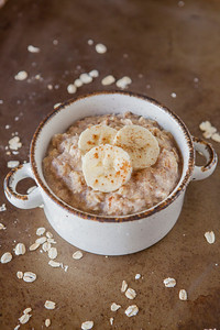 0008_NutritionTwins-cinnamon-banana-high-protein-oatmeal-cottagecheese-eggwhite