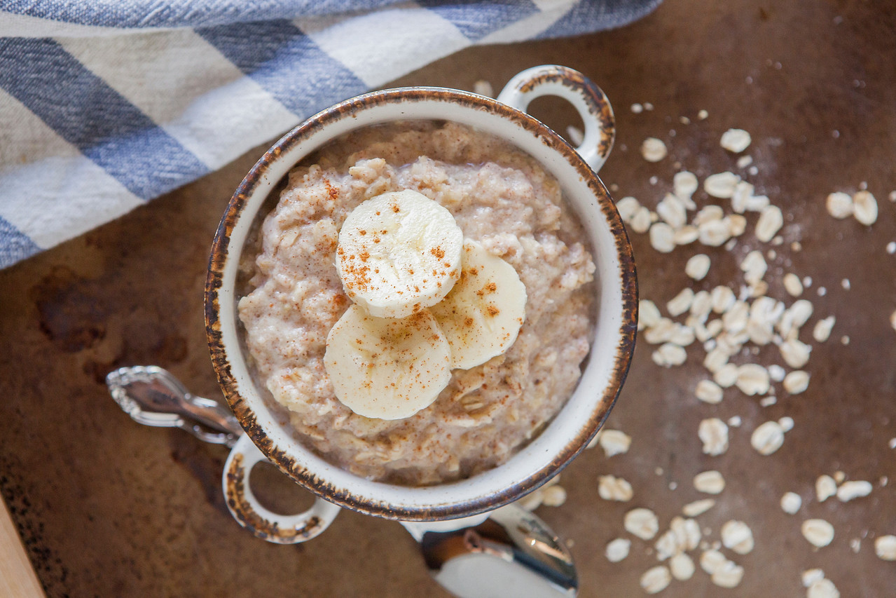 0002_NutritionTwins-cinnamon-banana-high-protein-oatmeal-cottagecheese-eggwhite