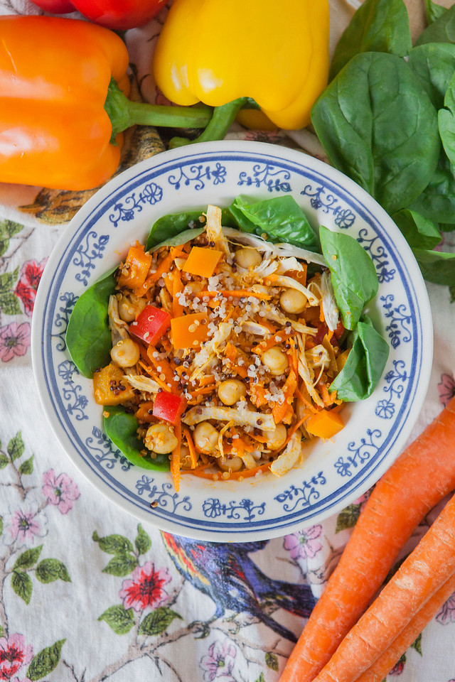 0004_NutritionTwins-moroccan-chickpea-veggie-quinoa-carrots-bellpepper-chicken-tumeric-smokedpaprika-spinach