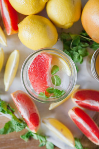 0002_NutritionTwins-applecidervinegar-lemon-detox-water-grapefruit-mint
